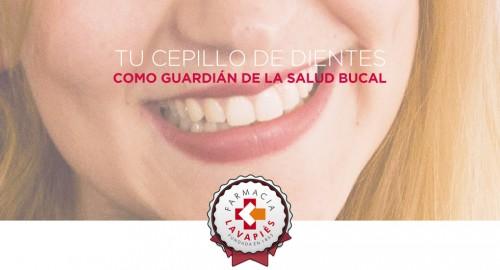 Cepillo de dientes para combatir la placa bacteriana en Farmacia Lavapiés